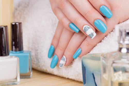 What Are The Dangers of Using Acrylic Nails?