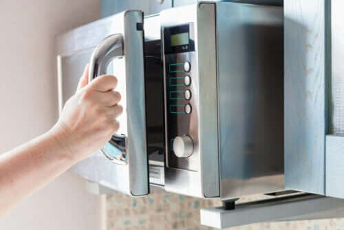 8 Interesting Microwave Uses You Probably Don't Know