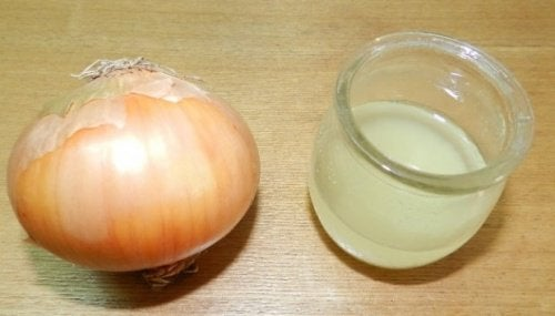 White vinegar and onion
