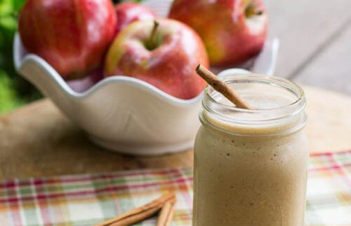 Apple Smoothies for a Flat Stomach: 4 Great Recipes!