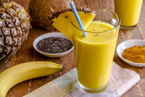 How To Make a Pineapple and Chia Seed Shake to Lose Weight