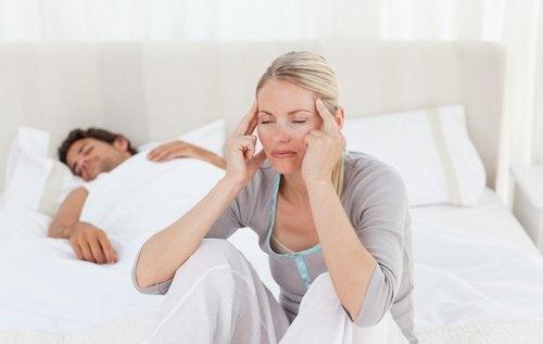 päänsärky sängyssä