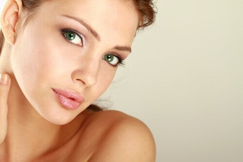 Woman with green eyes and beautiful skin eat more nuts to prevent aging