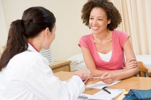 Doctor explaining how to treat migraines