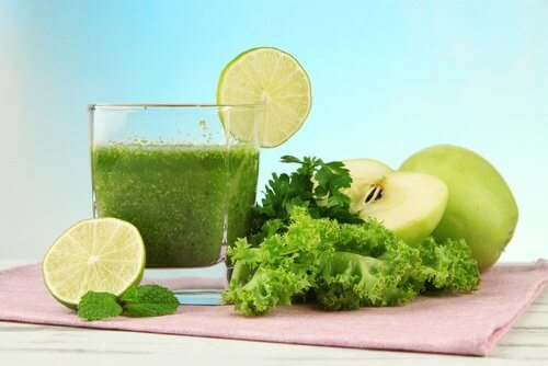 Green juice to fight bad breath and body odor