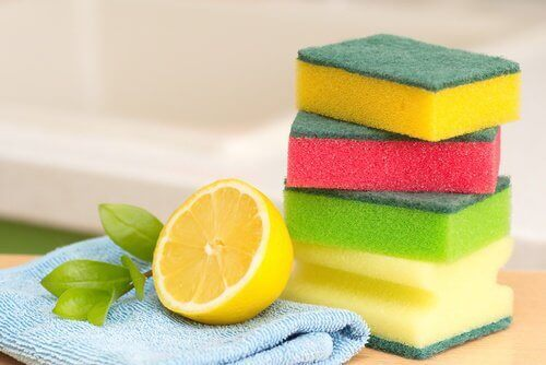 Sponges cloth and half a lemon