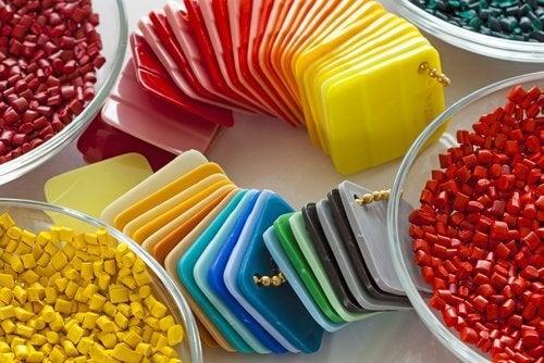 4-plastic-lids