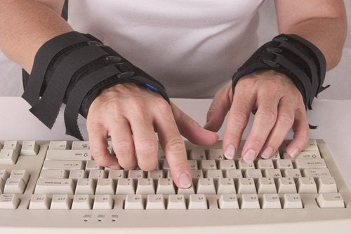 Man with carpal tunnel pain