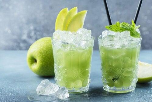 Some fresh apple juice over ice.