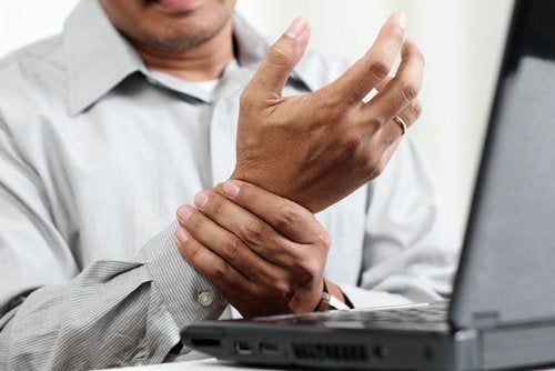 Man with carpal tunnel
