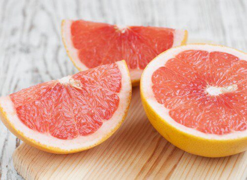 Slices of grapefruit to help improve liver health