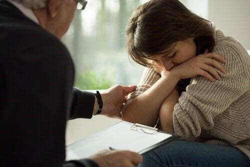 Masennuksesta kärsivä psykiatrin vastaanotolla