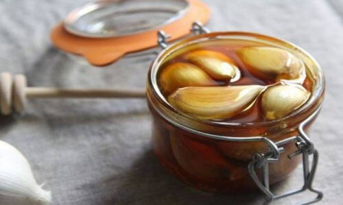 Benefits of Garlic and Honey on an Empty Stomach