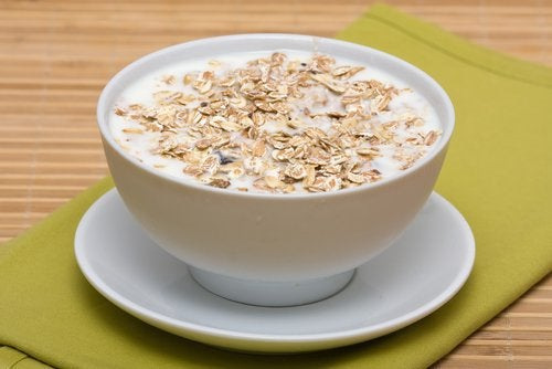 Try this Oatmeal Tea to Prevent Abdominal Bloating