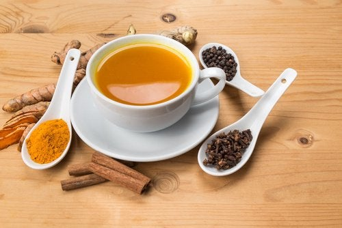 Stimulate your brain with a cinnamon and turmeric tea