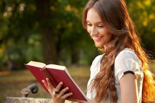 4-woman-reading