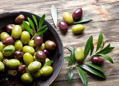 A bowl of olives to replenish collagen