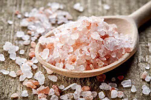 Reduce Migraine Symptoms with Pink Himalaya Salt