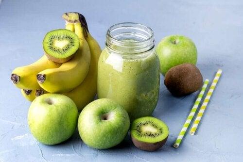 Banaba, apple, kiwi juice.