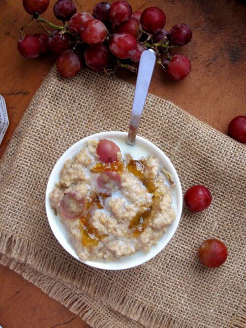 breakfast-with-oats-and-grapes