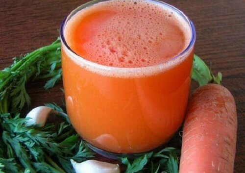 Fight Exhaustion with this Carrot and Garlic Remedy