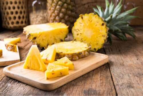 8 Benefits of Eating Pineapple on a Daily Basis