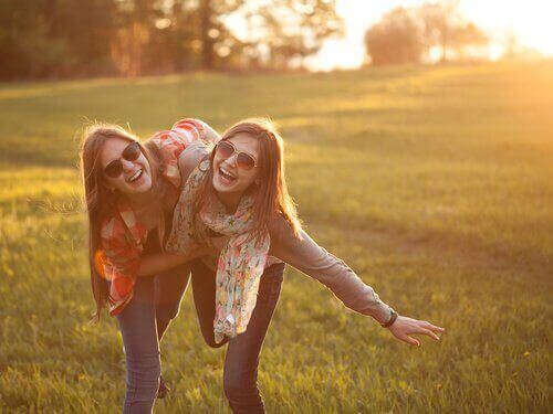 Best friends having a great time together happy people never do these 5 things