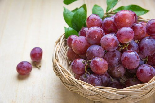 5 Reasons to Eat Red Grapes