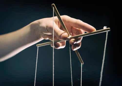 7 Manipulation Strategies Abusers Use