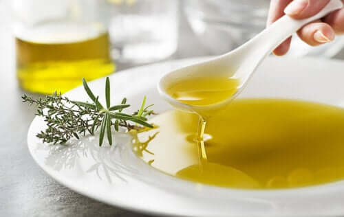 Health Benefits of Mixing Lemon Juice and Olive Oil