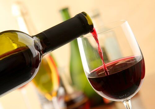8 Benefits of Drinking Red Wine