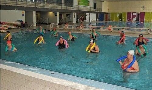 Swimming alleviates ankle osteoarthritis symptoms