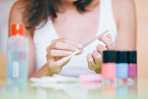 Husk riktig behandling om neglene dine brekker