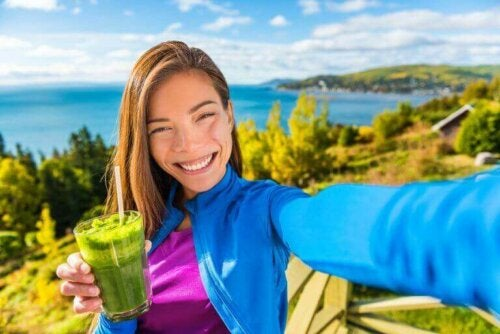 A woman drinking a healthy green juice,