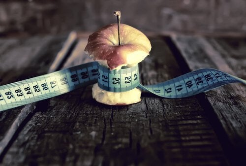 apple-with-measuring-tape-500x337