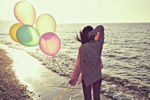 adventure-alone-balloons-beach-beautiful-favim-com-457623-500x334