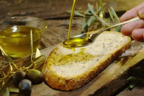 Some bread on olive oil.