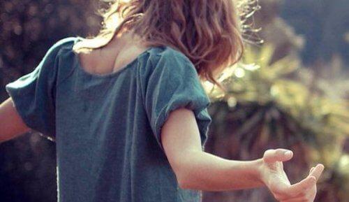 levittää kätensä