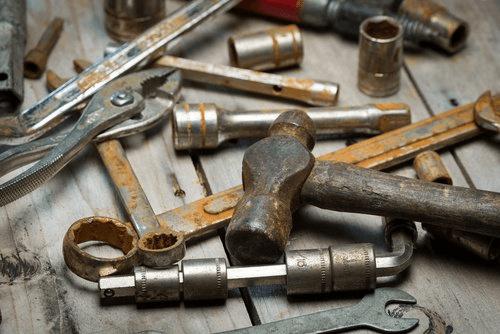 Ruosteiset työkalut