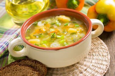 Vegetable soup can help you keep hunger away.