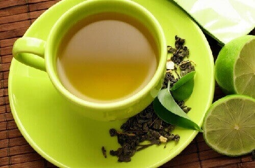 Cup of green tea with lemon slices beneficial food combinations