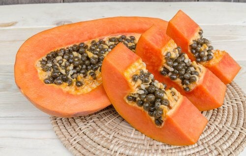 Slices of papaya fruit