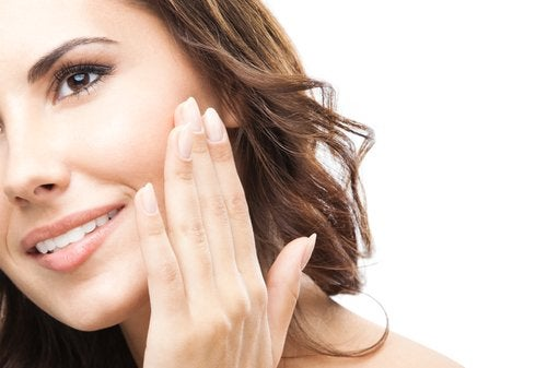 7 Ways to Revitalize Your Face Quickly