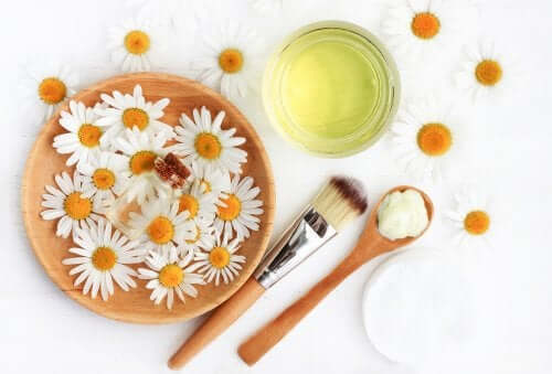 Some chamomile flowers in a bowl.