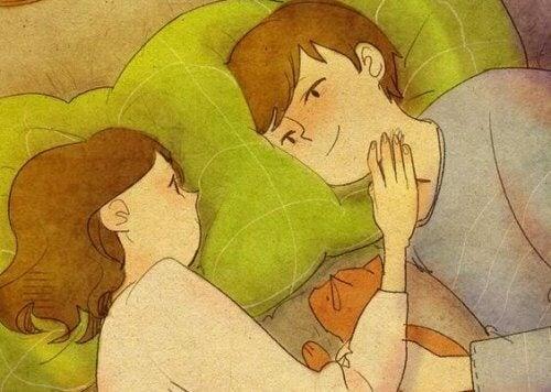 pariskunta sängyssä halailemassa