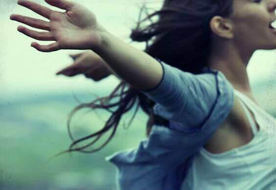 A woman in the wind simbolizing the feeling of freedom when no one treats you badly.