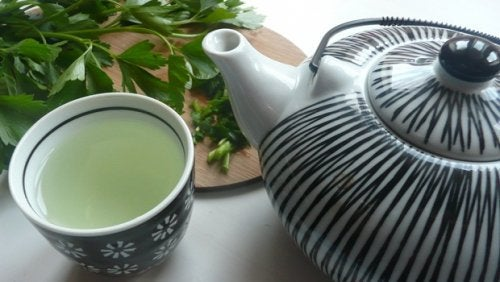 Detox Your Liver with this Amazing Parsley and Mint Tea