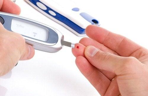 måling af blodsukker på finger