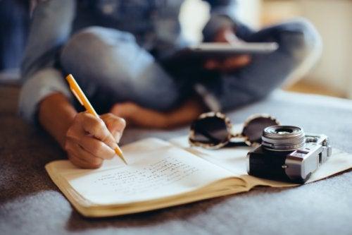 일기를 읽고 쓰는 것은 건강한 인지적 노화를 위한 마법이다