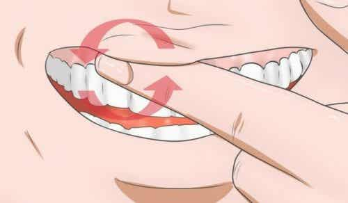 Combat Swollen Gums With These 8 Home Remedies
